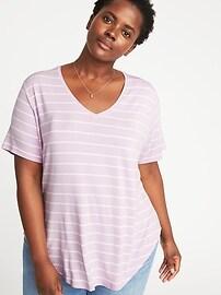 T-shirt luxueux à col enV et ourlet profilé, taille Plus