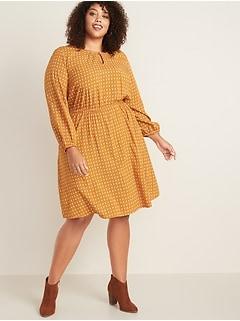 Waist-Defined Plus-Size Keyhole Dress