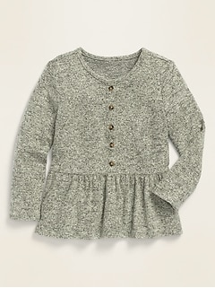 Haut en tricot duveteux à ourlet à basque et à manches longues pour toute-petite fille