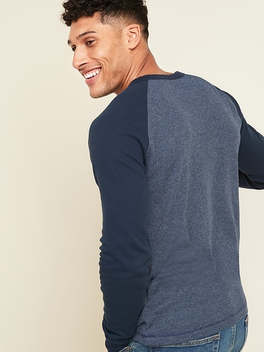 Soft-Washed Color-Blocked Thermal-Knit Long-Sleeve Tee for Men